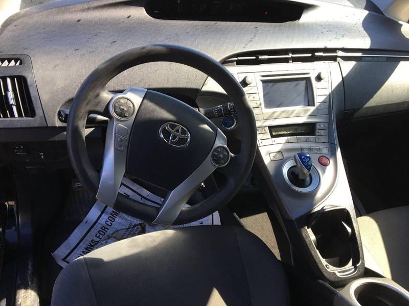 2013 Toyota Prius Four (image 12)