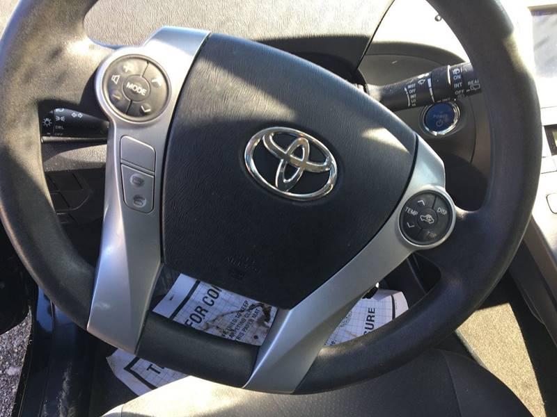2013 Toyota Prius Four (image 13)