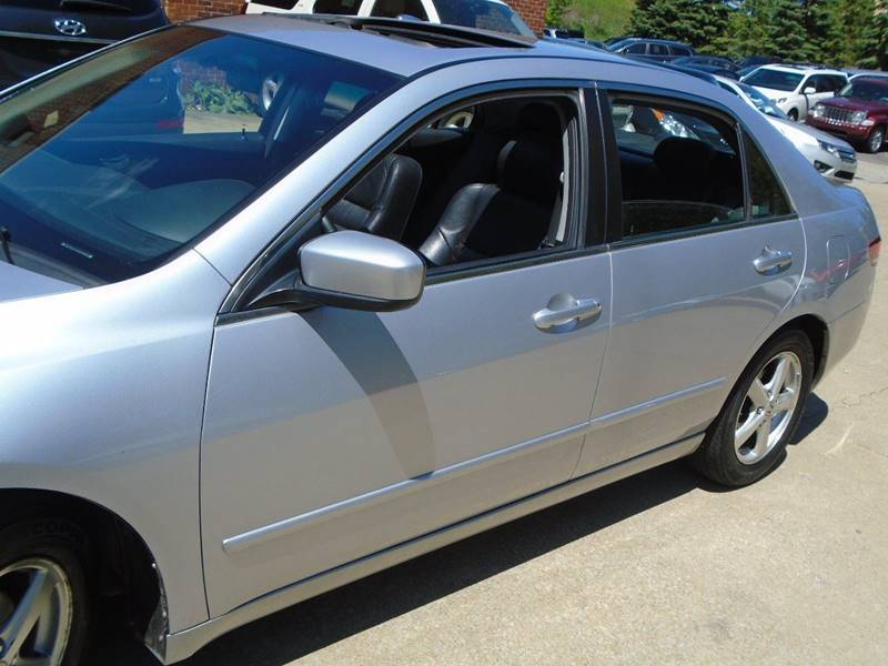 2004 Honda Accord EX 4dr Sedan w/Leather - Warrensville Heights OH