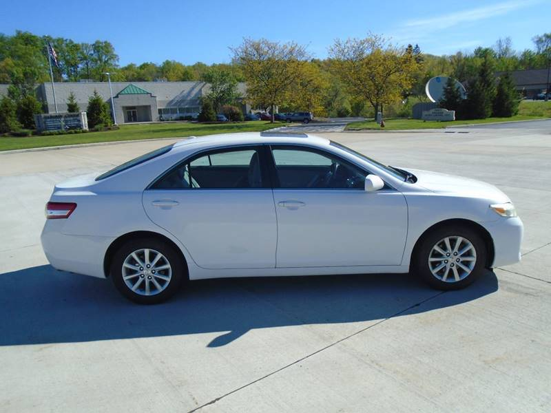 2011 Toyota Camry XLE 4dr Sedan 6A - Warrensville Heights OH