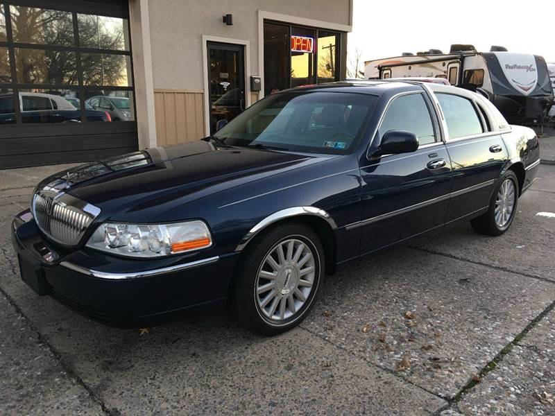 2003 Lincoln Town Car Executive 4dr Sedan In York Pa On The