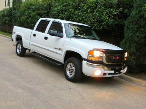 2005 GMC Sierra 2500HD for sale at RBP Automotive Inc. in Houston TX