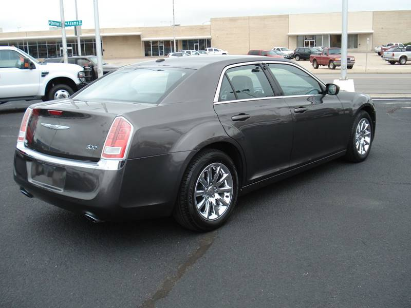 2013 Chrysler 300 4dr Sedan In Hutchinson Ks Shelton Motor Company