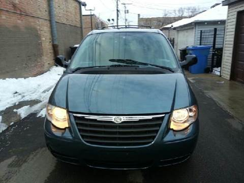 2006 Chrysler Town and Country for sale at U.S. Auto Group in Chicago IL