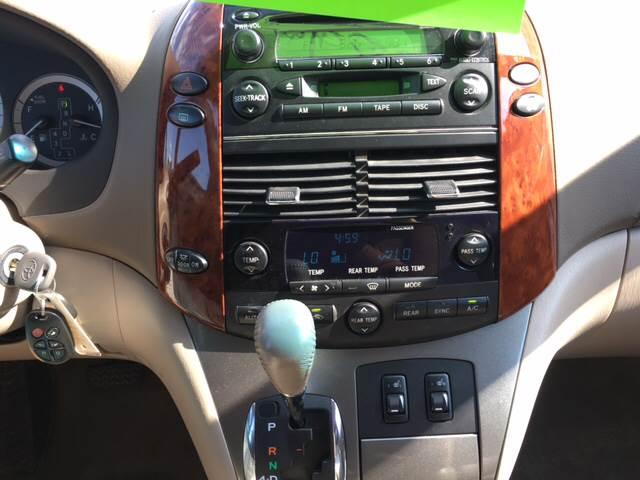 2005 Toyota Sienna AWD XLE 7-Passenger 4dr Mini-Van - Madison WI