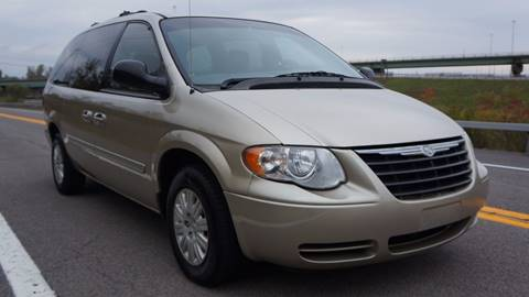 2005 Chrysler Town and Country for sale in Syracuse, NY