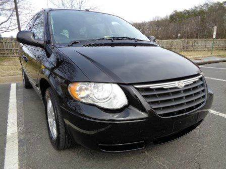 2006 Chrysler Town and Country for sale at Supermax Autos in Strasburg VA