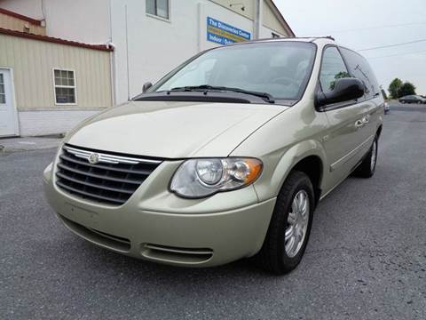 2005 Chrysler Town and Country for sale at Supermax Autos in Strasburg VA