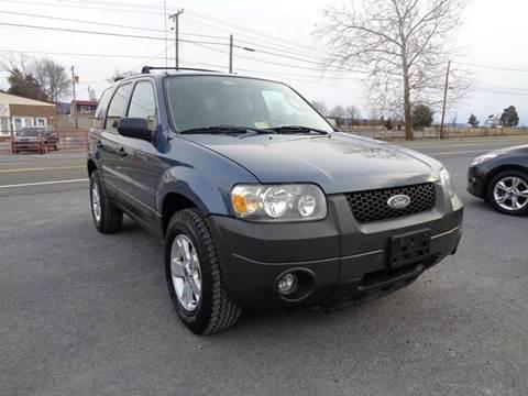 2005 Ford Escape for sale at Supermax Autos in Strasburg VA
