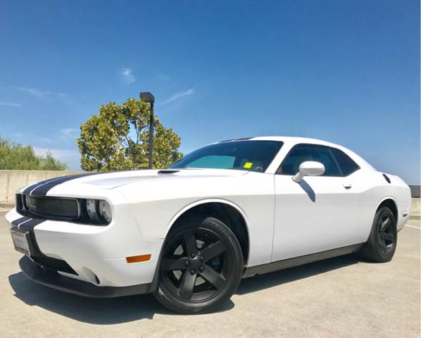 2011 DODGE CHALLENGER SE 2DR COUPE white 2-stage unlocking doors abs - 4-wheel active head rest