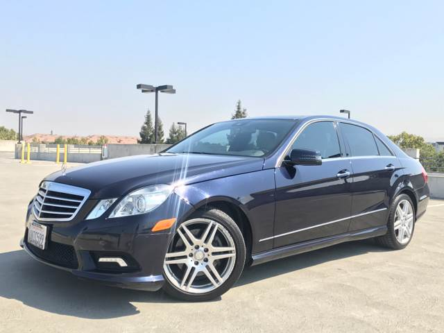 2011 MERCEDES-BENZ E-CLASS E 350 LUXURY 4DR SEDAN blue the front windshield is in excellent condi