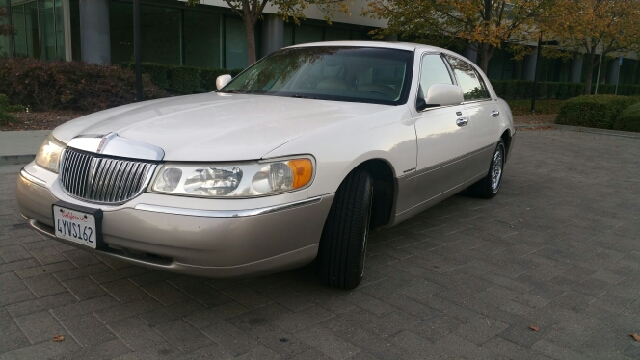 1999 LINCOLN TOWN CAR SIGNATURE 4DR SEDAN off white abs - 4-wheel air suspension - rear anti-th