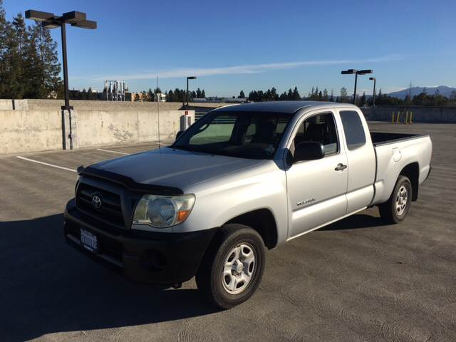 2005 TOYOTA TACOMA BASE 4DR ACCESS CAB RWD SB silver abs - 4-wheel axle ratio - 331 center con