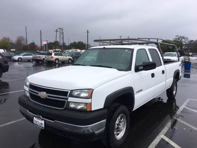2006 CHEVROLET SILVERADO 2500HD WORK TRUCK 4DR CREW CAB 4WD LB white pickup bed light pickup bed