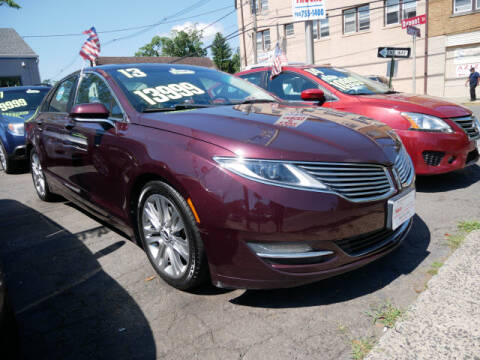 2013 Lincoln MKZ for sale at M & R Auto Sales INC. in North Plainfield NJ