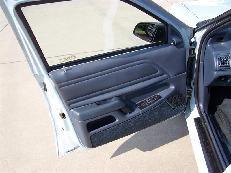 1992 Ford Tempo GL (image 39)