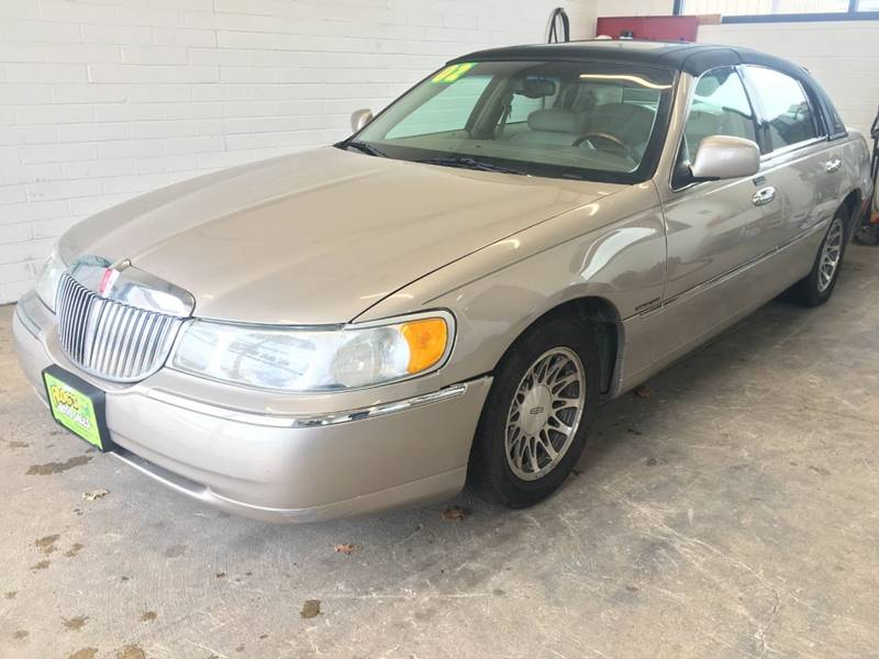 2002 Lincoln Town Car Signature In Clinton Ia Frogs Auto Sales