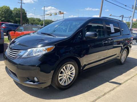2014 Toyota Sienna for sale at Pary's Auto Sales in Garland TX