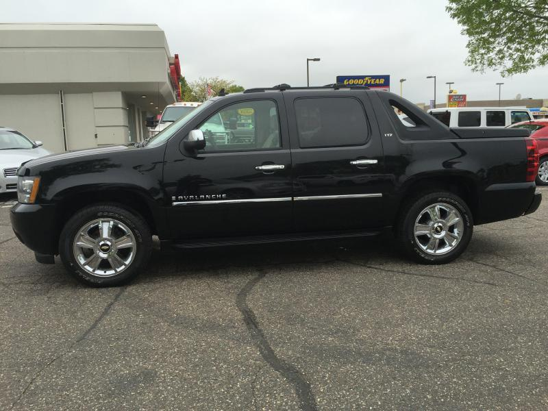 2009 Chevrolet Avalanche 4x4 LS Crew Cab 4dr - New Hope MN