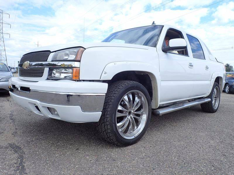 2006 CHEVROLET AVALANCHE LT 1500 4DR CREW CAB 4WD SB white pickup bed liner pickup tonneau cover