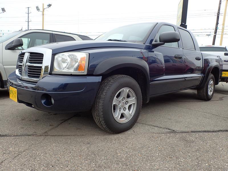 2006 DODGE DAKOTA SLT 4DR QUAD CAB 4WD SB blue none 207000 miles VIN 1D7H