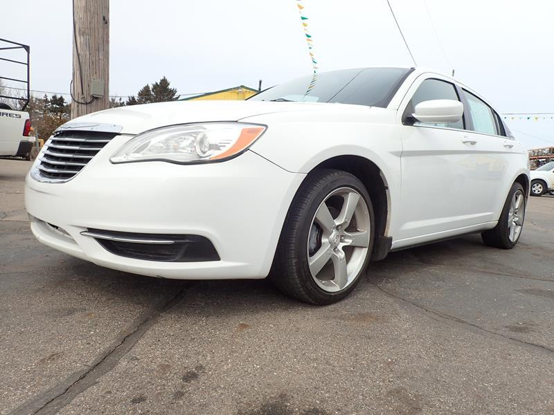 2014 CHRYSLER 200 TOURING 4DR SEDAN white none 104403 miles VIN 1C3CCBBBXEN158407