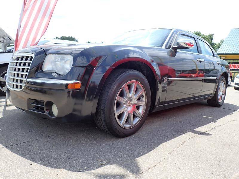 2007 CHRYSLER 300 C 4DR SEDAN black grille color - chrome armrests - rear center folding with st
