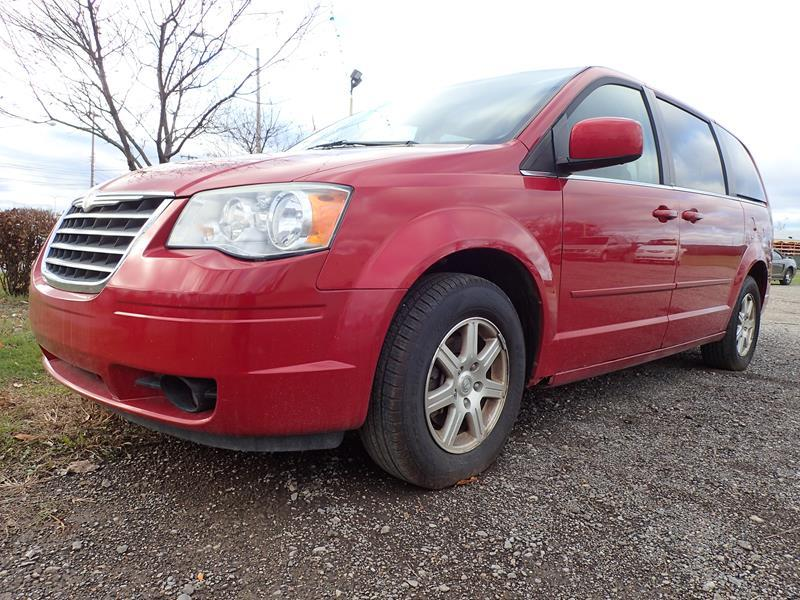 2008 CHRYSLER TOWN AND COUNTRY TOURING 4DR MINI VAN red none 151000 miles VIN 2A8HR54PX8R8327