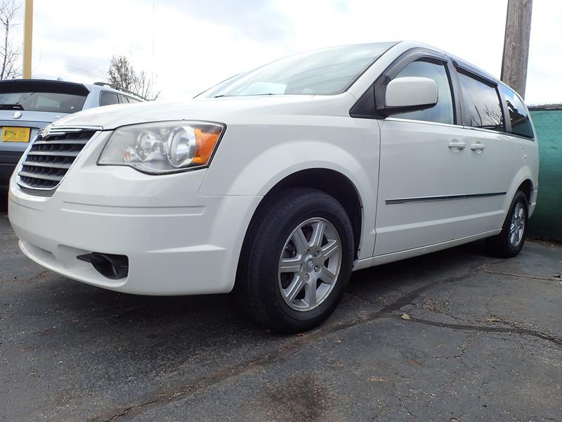 2010 CHRYSLER TOWN AND COUNTRY TOURING 4DR MINI VAN white none 140000 miles VIN 2A4RR5D15AR26