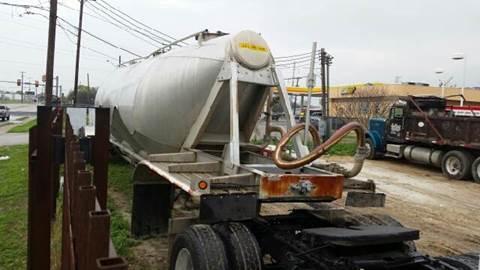 1999 heil.    pneumatic. tank. trailer pneumatic tank trailer for sale in San Antonio, TX