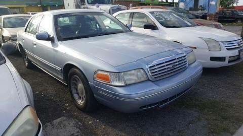 2001 Ford Crown Victoria for sale in San Antonio, TX