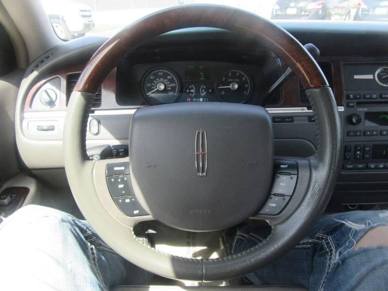 2006 Lincoln Town Car Designer Series 4dr Sedan - Des Moines IA