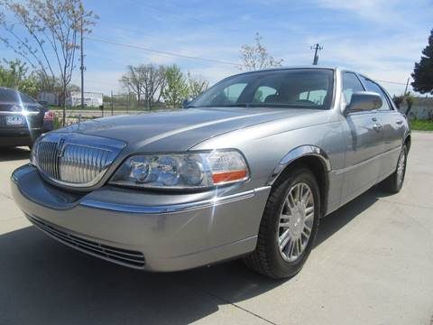 2006 Lincoln Town Car for sale in Des Moines, IA