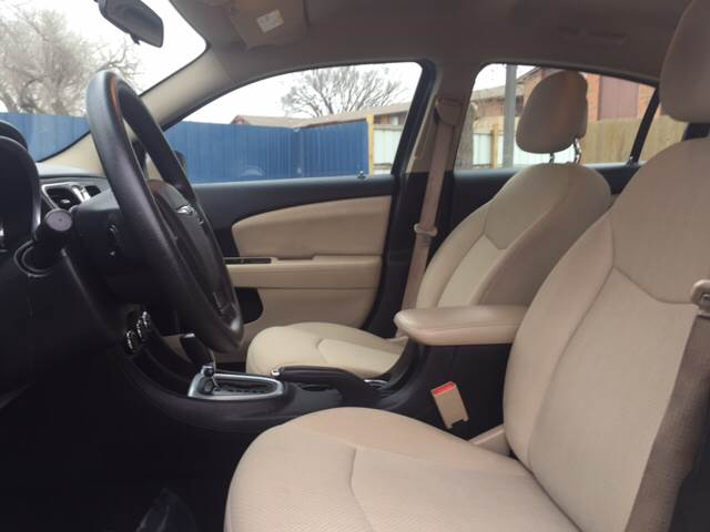 2013 Chrysler 200 LX 4dr Sedan - Wichita KS