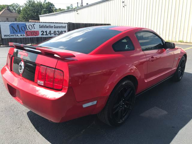 2005 Ford Mustang Deluxe 2dr Fastback - Wichita KS