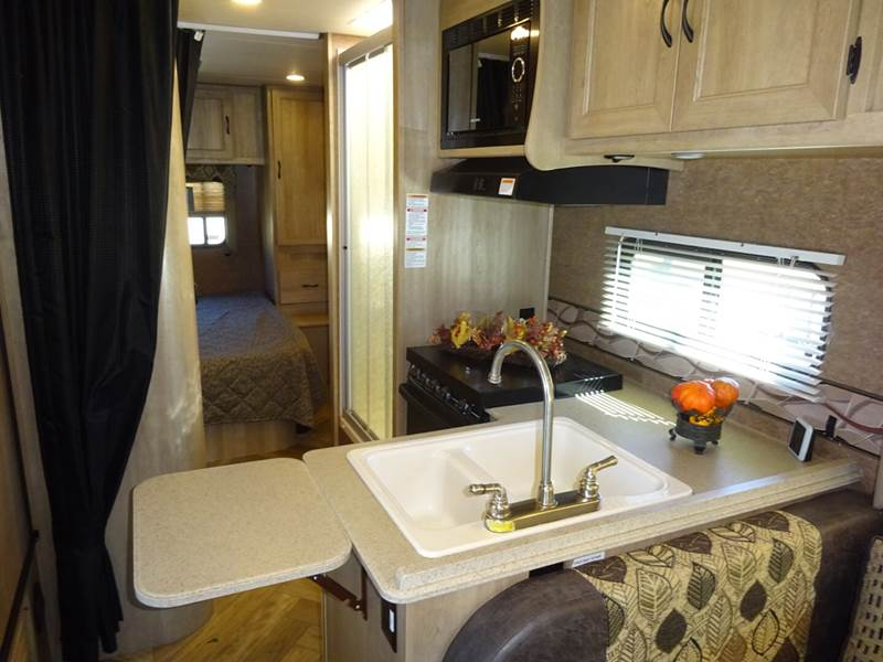 2016 Coachmen Freelander 27Qb Class C In Spring TX - Top