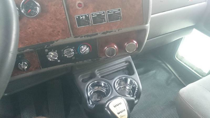 2005 Kenworth T800 Day Cab Truck - Elmwood Park IL