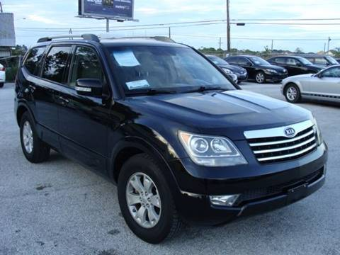 2009 Kia Borrego for sale at PREMIER MOTORS OF PEARLAND in Pearland TX