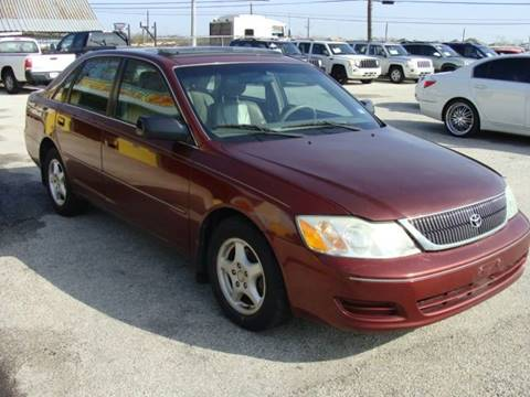 2001 Toyota Avalon for sale at PREMIER MOTORS OF PEARLAND in Pearland TX