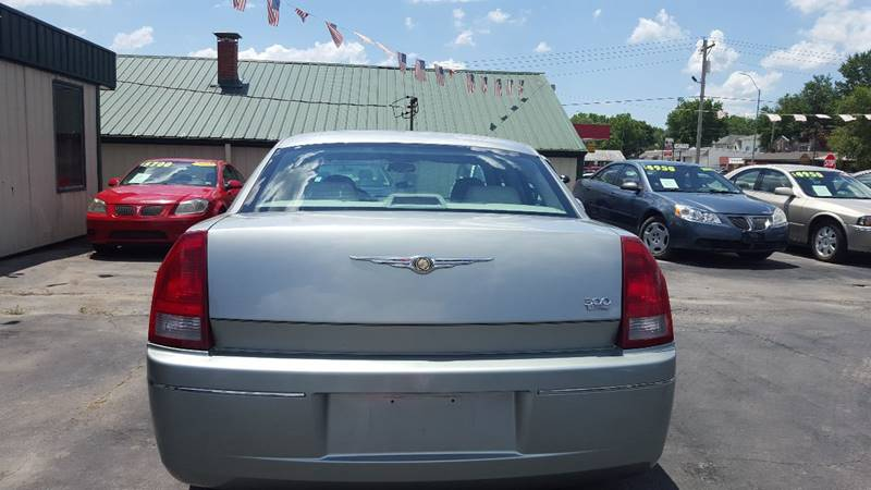 2005 Chrysler 300 Touring 4dr Sedan - Cameron MO