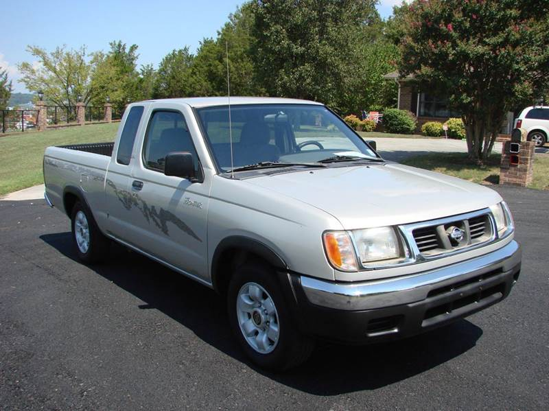 1999 Nissan Frontier XE 2dr Extended Cab SB - Sevierville TN