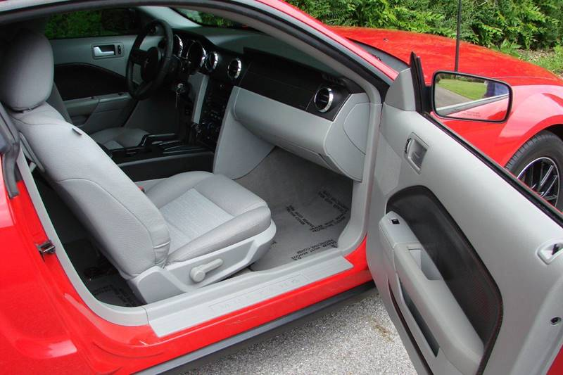 2008 Ford Mustang V6 Deluxe 2dr Coupe - Sevierville TN