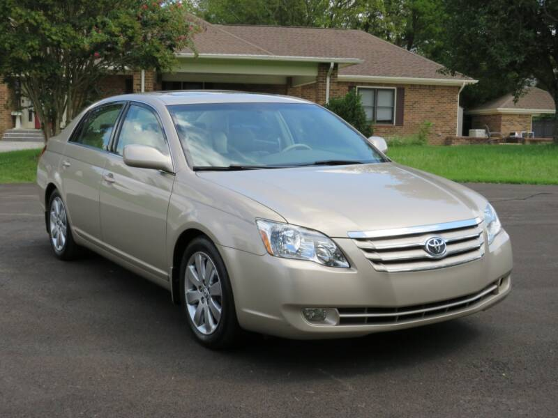 2005 Toyota Avalon for sale at Sevierville Autobrokers LLC in Sevierville TN