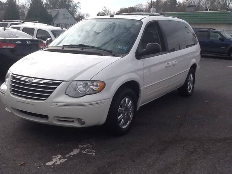 2005 chrysler town and country limited 4dr extended mini van w power moonroof in lancaster pa. Black Bedroom Furniture Sets. Home Design Ideas