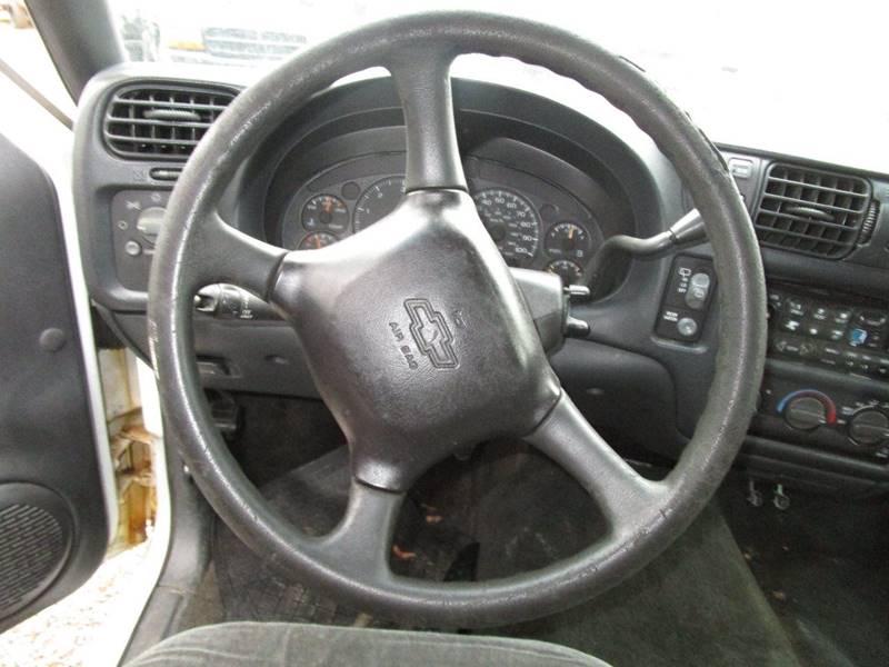 2001 chevrolet blazer ls 4wd 4dr suv in abingdon va variety auto sales vehicle options sciox Image collections