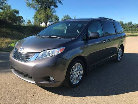 2016 Toyota Sienna for sale in Shakopee, MN