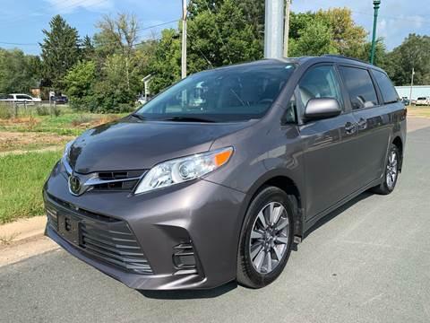 2018 Toyota Sienna for sale in Farmington, MN