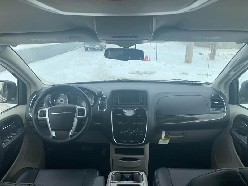 2016 Chrysler Town and Country Touring 4dr Mini-Van - Farmington MN