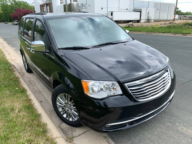 2015 Chrysler Town and Country Touring-L 4dr Mini-Van - Farmington MN