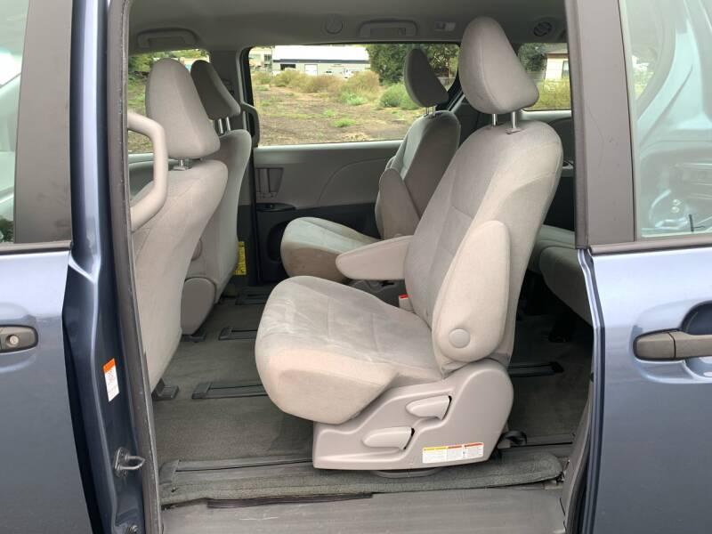 2015 Toyota Sienna L 7-Passenger 4dr Mini-Van - Farmington MN